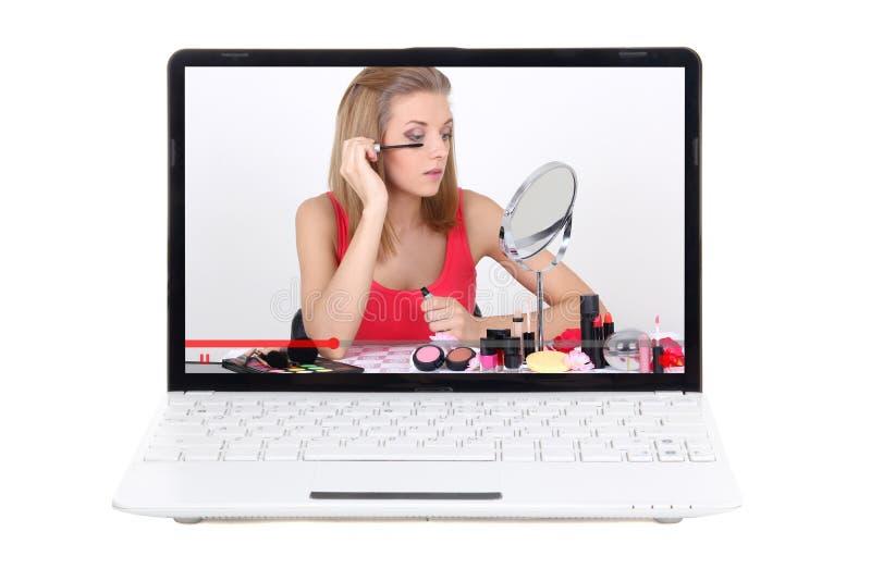 Ομορφιά blog - το lap-top με το βίντεο για αποτελεί να ισχύσει στοκ εικόνες