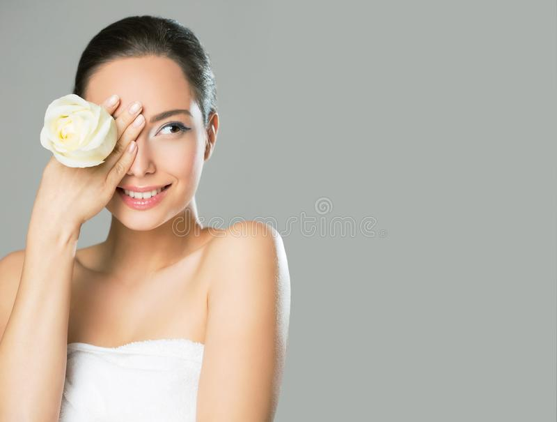 Ομορφιά Brunette στο φως makeup στοκ φωτογραφίες με δικαίωμα ελεύθερης χρήσης