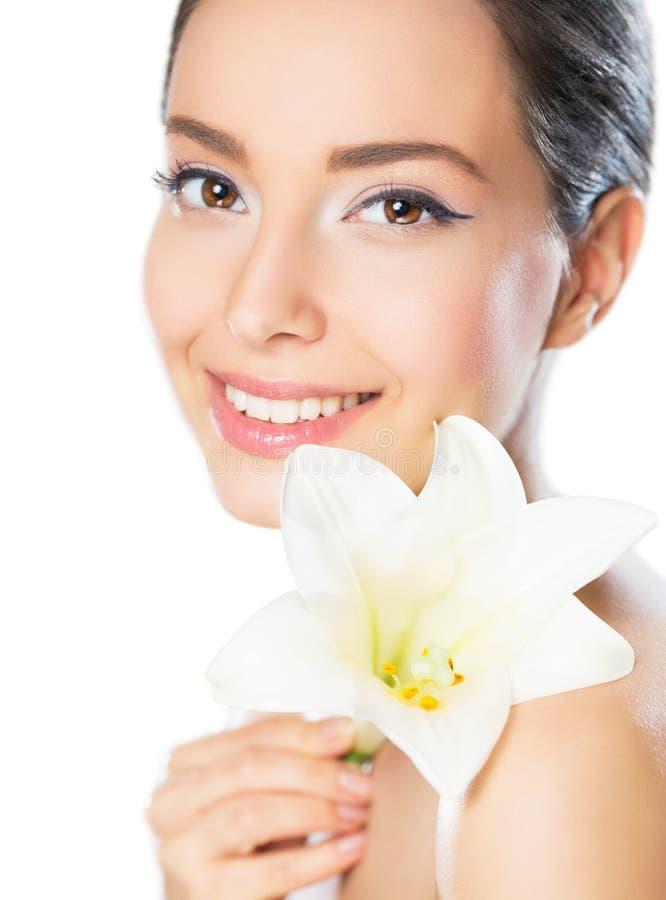 Ομορφιά Brunette στο φως makeup στοκ φωτογραφίες