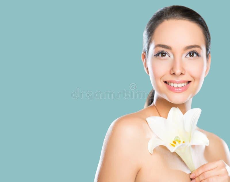 Ομορφιά Brunette στο φως makeup στοκ εικόνα με δικαίωμα ελεύθερης χρήσης