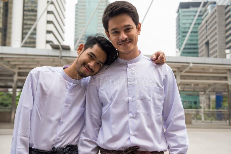 Ομοφυλοφιλική ξένη χώρα ταξιδιού ζευγών LGBT στοκ εικόνες με δικαίωμα ελεύθερης χρήσης