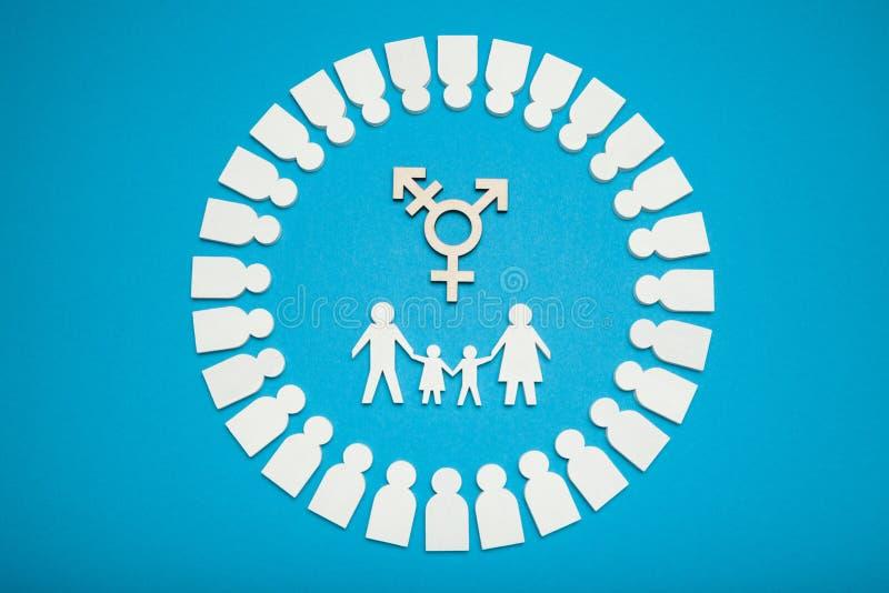 Ομοφυλοφιλική οικογενειακή έννοια ανθρώπων Transgender υιοθέτησης ζεύγος στοκ εικόνες με δικαίωμα ελεύθερης χρήσης
