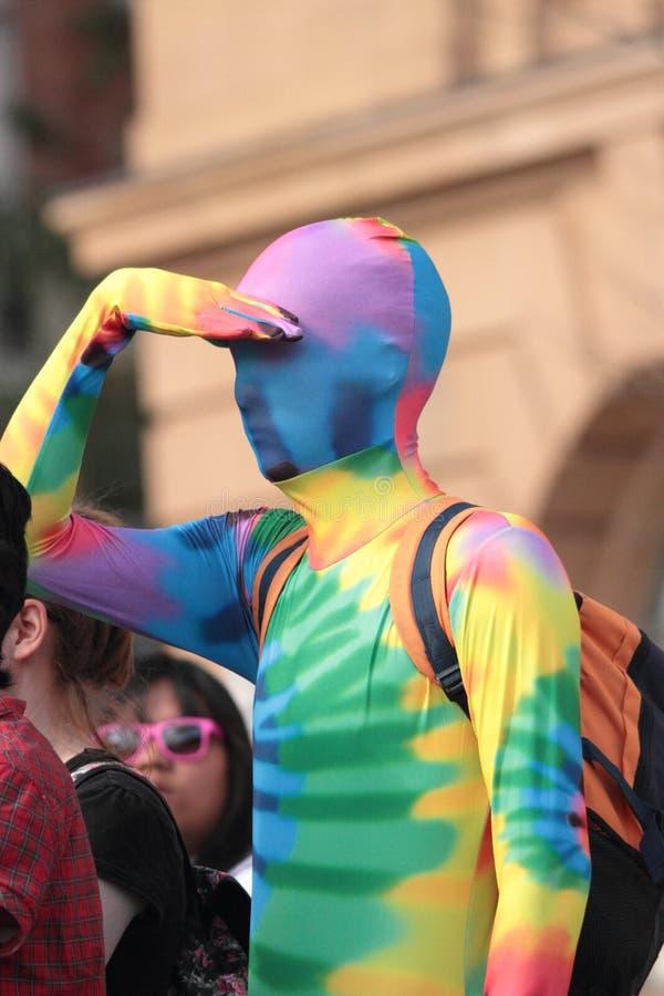 Ομοφυλοφιλικό κοστούμι ουράνιων τόξων στοκ φωτογραφίες με δικαίωμα ελεύθερης χρήσης