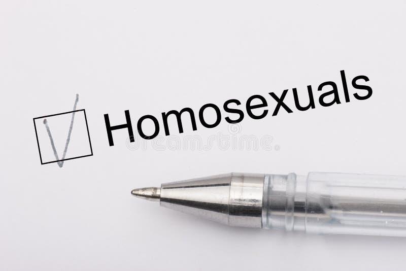 Ομοφυλόφιλοι - τετραγωνίδιο με έναν σταυρό στη Λευκή Βίβλο με τη μάνδρα Έννοια πινάκων ελέγχου στοκ εικόνα