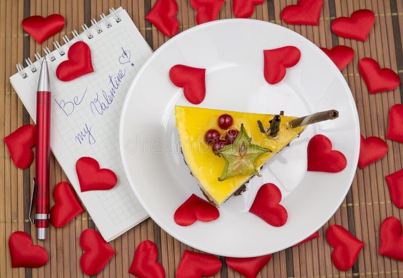 Ομολογία κέικ και αγάπης καρδιών στοκ φωτογραφία με δικαίωμα ελεύθερης χρήσης