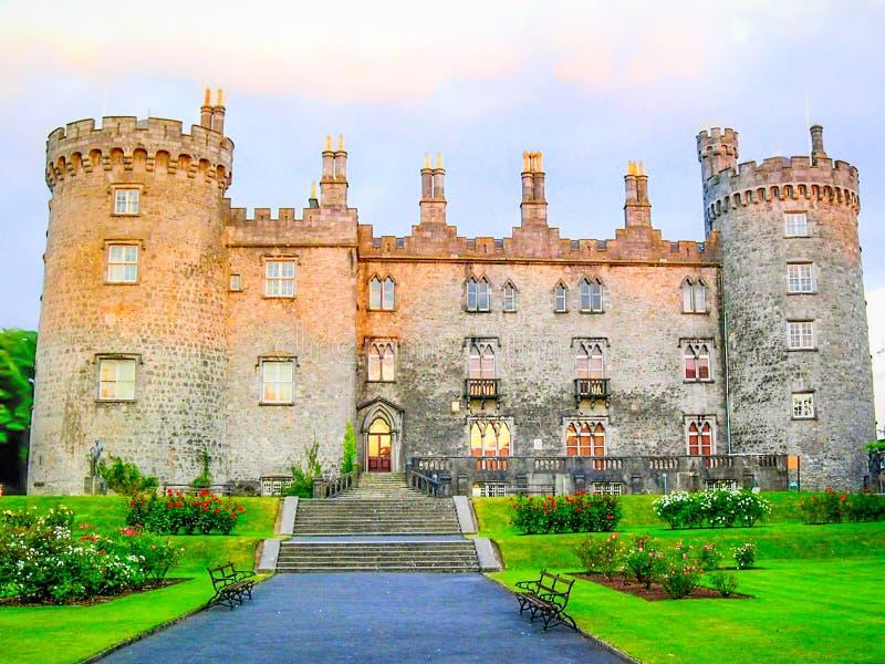 ομο dusk Ιρλανδία kilkenny κάστρων Ιρλανδία kilkenny στοκ εικόνα