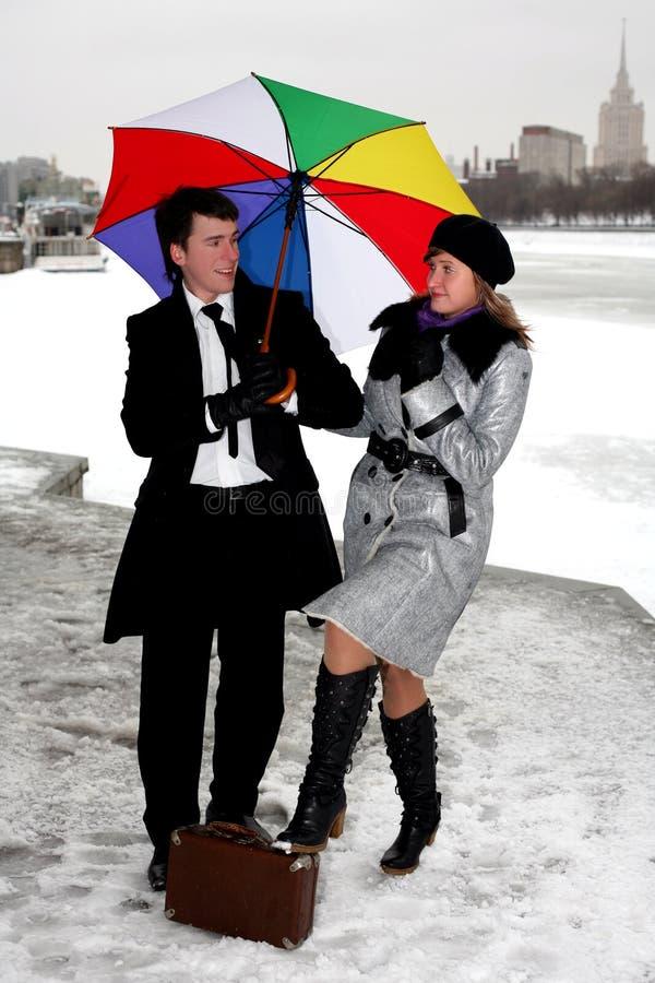 ομπρέλα ατόμων κοριτσιών στοκ φωτογραφίες