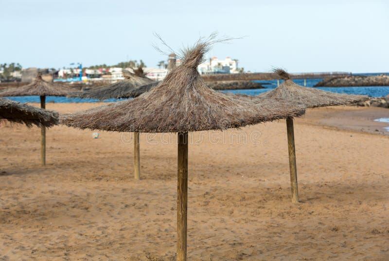 Ομπρέλα αχύρου στην παραλία στοκ φωτογραφία