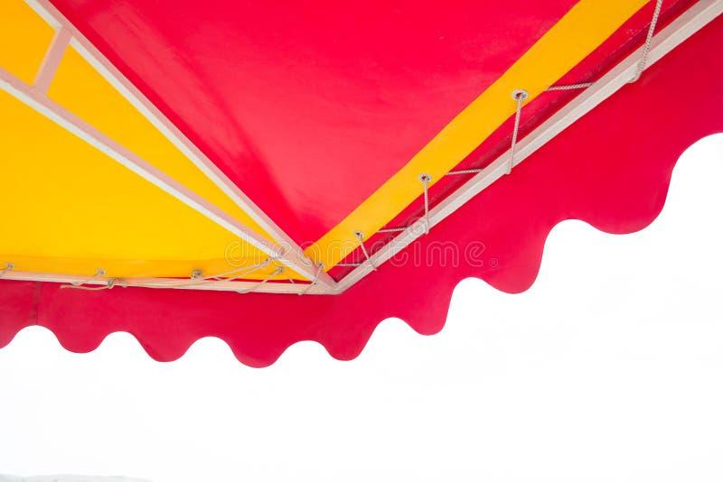 Ομπρέλα παραλιών που απομονώνεται στο άσπρο υπόβαθρο στοκ εικόνες
