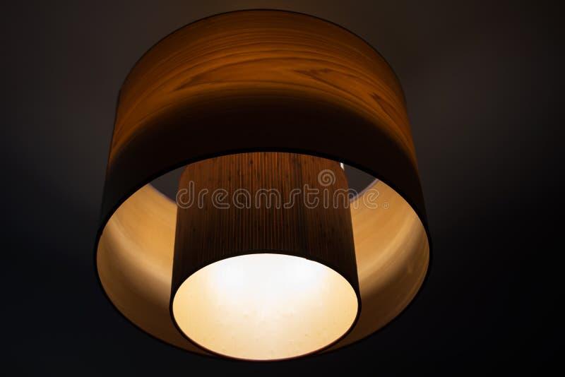 Ομόκεντρος πολυέλαιος κύκλων στη νύχτα στοκ φωτογραφίες με δικαίωμα ελεύθερης χρήσης