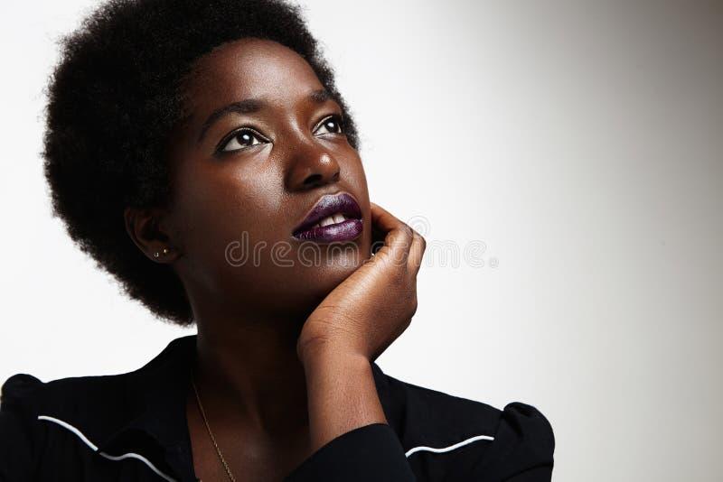 Ονειρεμένος μαύρη γυναίκα στοκ εικόνα με δικαίωμα ελεύθερης χρήσης