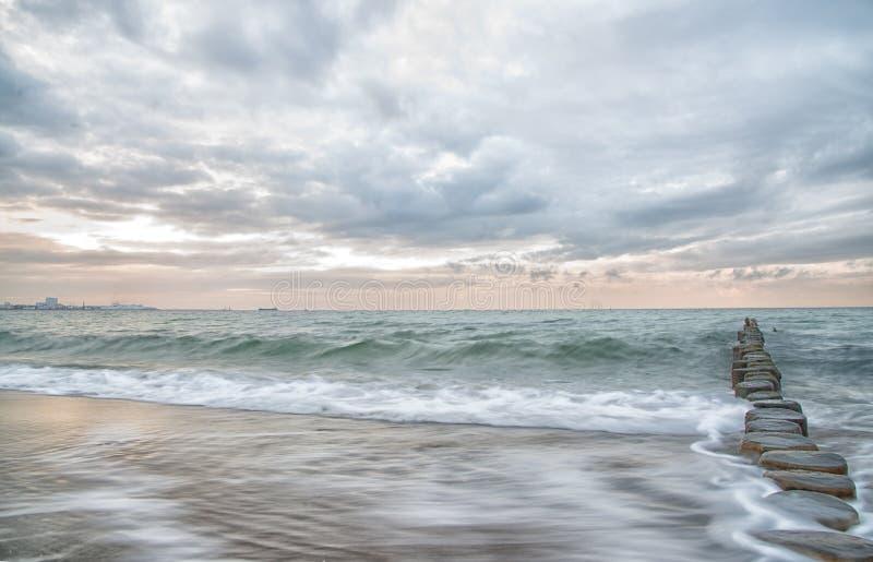 Ονειροπόλος, ωκεάνια, μακροχρόνια έκθεση κρητιδογραφιών στοκ εικόνες