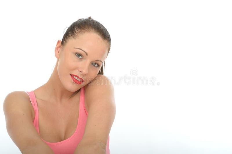 Ονειροπόλο στοχαστικό ευτυχές χαλαρωμένο νέο πορτρέτο γυναικών στοκ φωτογραφία με δικαίωμα ελεύθερης χρήσης