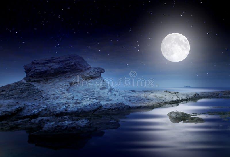Ονειροπόλο seascape νύχτας στοκ εικόνες