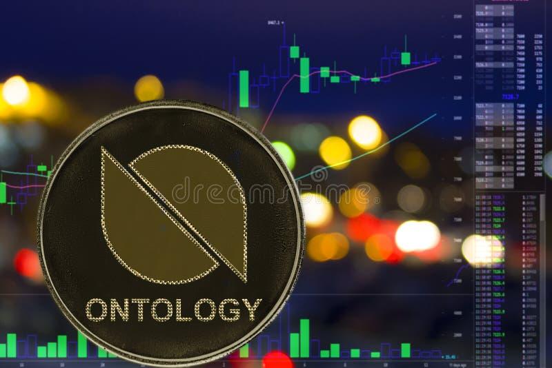 Οντολογία ONT cryptocurrency νομισμάτων στο υπόβαθρο και το διάγραμμα πόλεων νύχτας στοκ εικόνες
