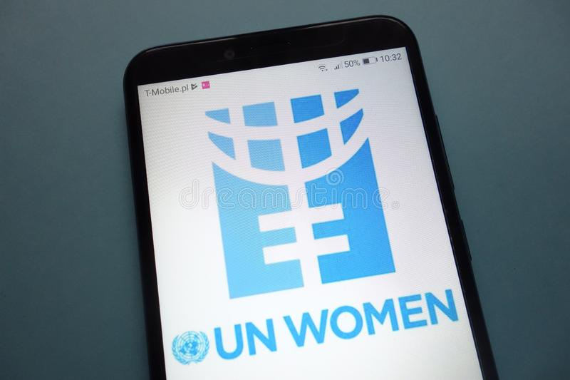 Οντότητα Ηνωμένων Εθνών για τη ισότητα φίλων και την ενδυνάμωση του λογότυπου γυναικών των Η.Ε γυναικών στο smartphone στοκ φωτογραφία με δικαίωμα ελεύθερης χρήσης