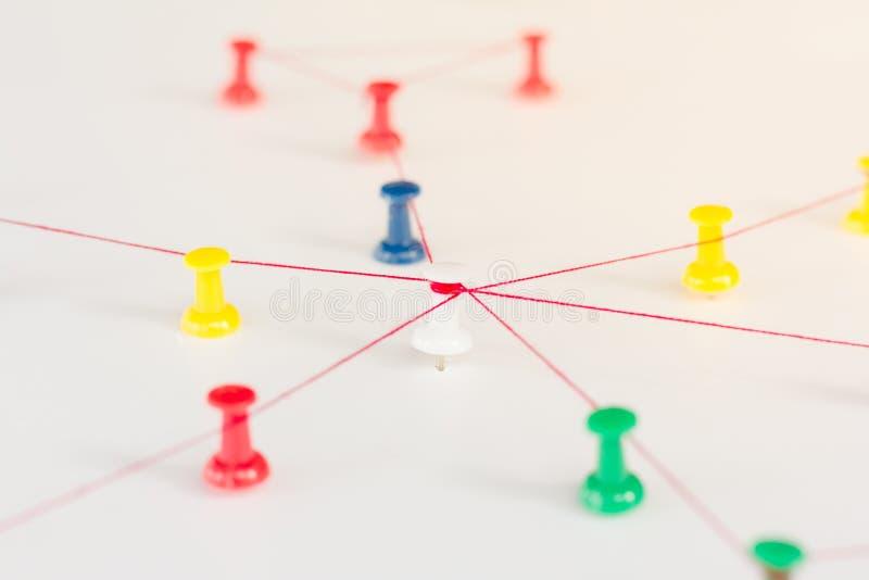 Οντότητες σύνδεσης Δικτύωση, κοινωνικά μέσα, περίληψη επικοινωνίας Διαδικτύου Μικρό δίκτυο που συνδέεται με ένα μεγαλύτερο δίκτυο στοκ φωτογραφίες