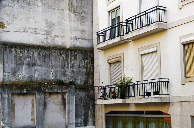 Οξεία γωνία μεταξύ δύο σπιτιών στοκ φωτογραφία με δικαίωμα ελεύθερης χρήσης