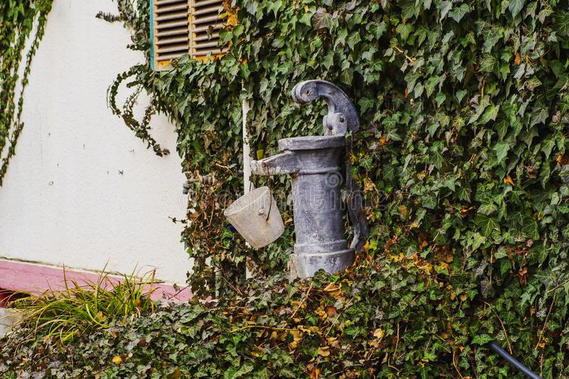 Οξυδωμένη στρόφιγγα νερού στοκ εικόνες