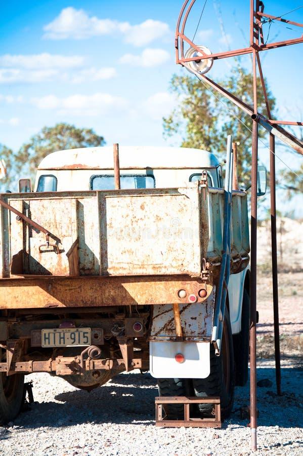 Οξυδωμένο παλαιό φορτηγό ακρών μεταλλείας στοκ φωτογραφίες