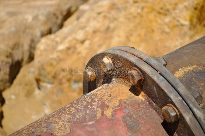Οξυδωμένος σωλήνας με την εδαφολογική διάβρωση στοκ φωτογραφία με δικαίωμα ελεύθερης χρήσης