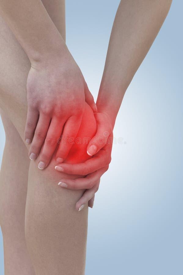 Οξύς πόνος σε ένα γόνατο γυναικών στοκ φωτογραφία με δικαίωμα ελεύθερης χρήσης