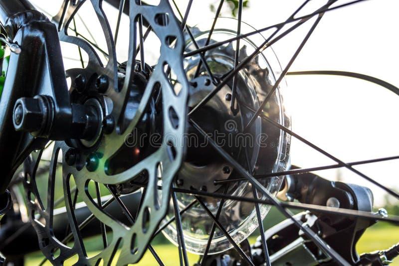 Οπίσθιοι αλυσσοτροχοί ποδηλάτων και φρένο δίσκων στοκ εικόνες με δικαίωμα ελεύθερης χρήσης