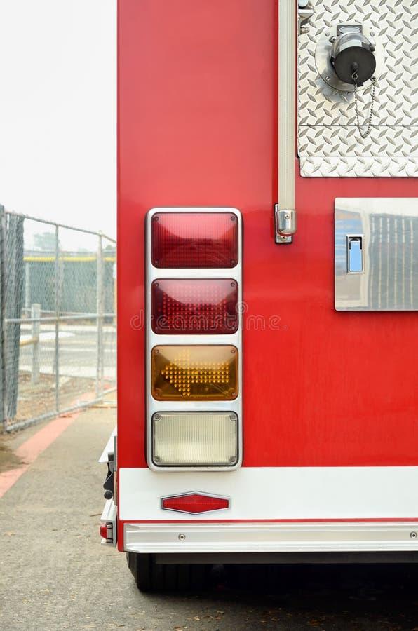 Οπίσθιο άκρο του κόκκινου firetruck στοκ εικόνες