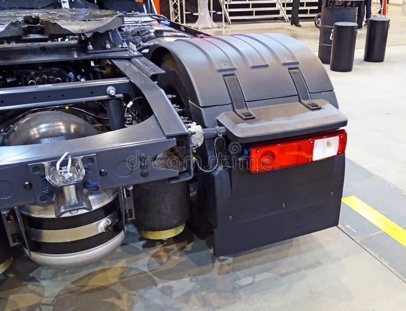 Οπίσθιο τμήμα ενός φορτηγού με το οπίσθιο φως των σύγχρονων οδηγήσεων στοκ εικόνες με δικαίωμα ελεύθερης χρήσης