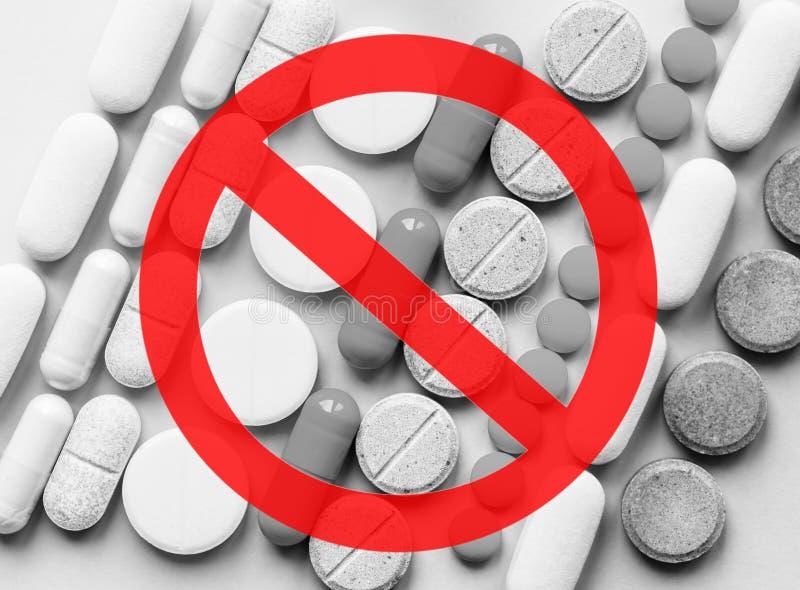 Οπιούχα στάσεων Κρίση παυσιπόνων και έννοια κατάχρησης ναρκωτικών ουσιών οπιούχο στοκ φωτογραφία