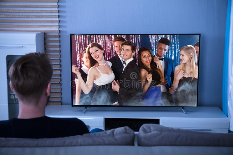 Οπισθοσκόπος μιας τηλεόρασης προσοχής ατόμων στοκ φωτογραφίες με δικαίωμα ελεύθερης χρήσης