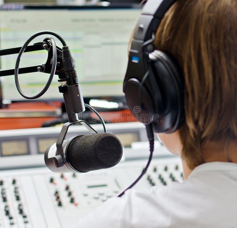 Οπισθοσκόπος του αρσενικού DJ στοκ φωτογραφία με δικαίωμα ελεύθερης χρήσης