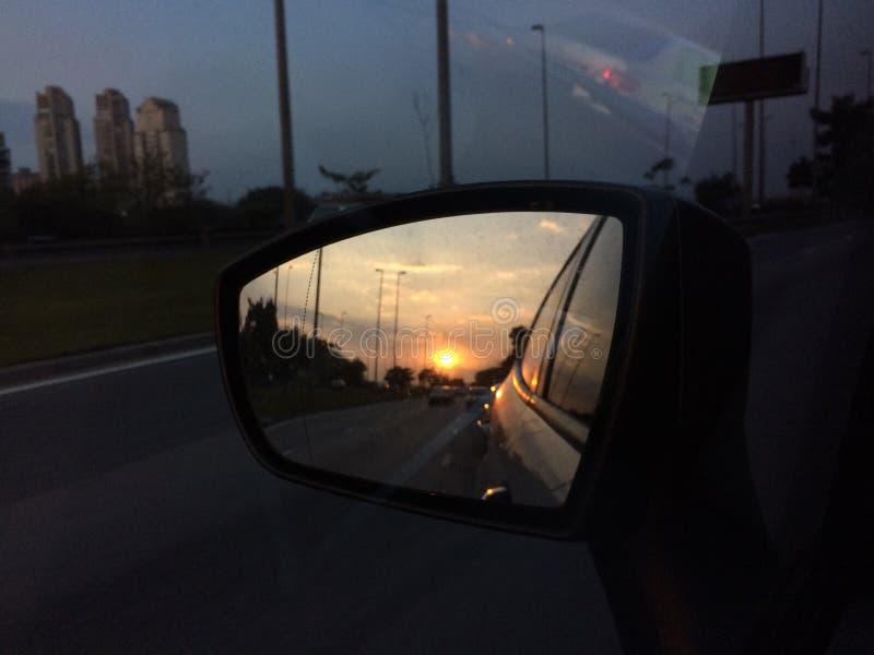 Οπισθοσκόπο ηλιοβασίλεμα καθρεφτών στοκ φωτογραφίες