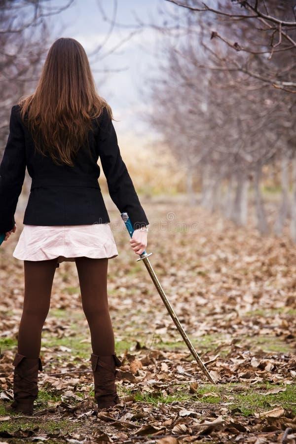 οπλισμένες νεολαίες γυναικών στοκ φωτογραφίες με δικαίωμα ελεύθερης χρήσης