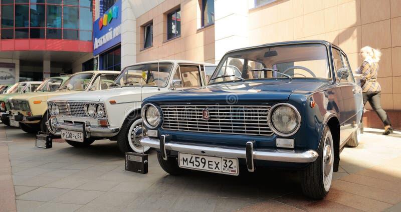 Ορέλ, Ρωσία - 29 Απριλίου 2017: Αναδρομικό φεστιβάλ αυτοκινήτων VAZ 2101 και στοκ εικόνες με δικαίωμα ελεύθερης χρήσης
