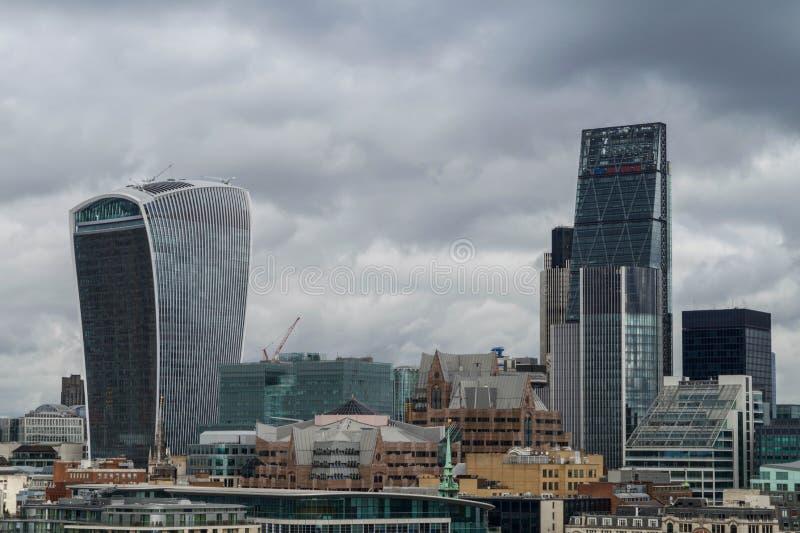Ορίζοντας από την πόλη του Λονδίνου μια θυελλώδη ημέρα στοκ φωτογραφίες με δικαίωμα ελεύθερης χρήσης