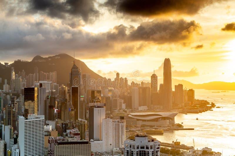 Ορίζοντας εικονικής παράστασης πόλης στο ηλιοβασίλεμα στο Χονγκ Κονγκ στοκ εικόνα με δικαίωμα ελεύθερης χρήσης