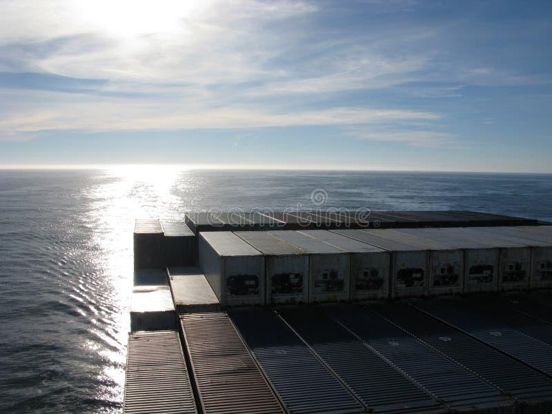 Ορίζοντας Ειρηνικών Ωκεανών από τη γέφυρα ενός σκάφους εμπορευματοκιβωτίων στοκ φωτογραφίες με δικαίωμα ελεύθερης χρήσης