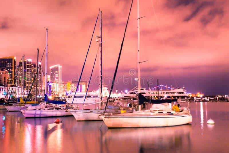Ορίζοντας ηλιοβασιλέματος του Σαν Ντιέγκο Καλιφόρνια ζωηρόχρωμος στοκ εικόνες
