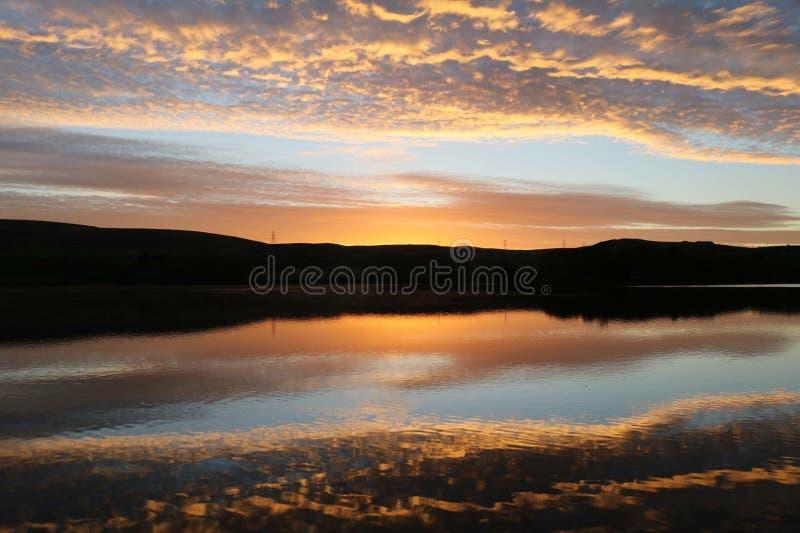Ορίζοντας λιμνών βραδιού στοκ φωτογραφία με δικαίωμα ελεύθερης χρήσης