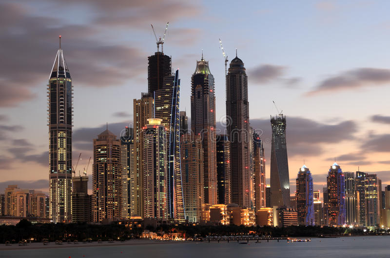 Ορίζοντας μαρινών του Ντουμπάι dusk στοκ εικόνες με δικαίωμα ελεύθερης χρήσης