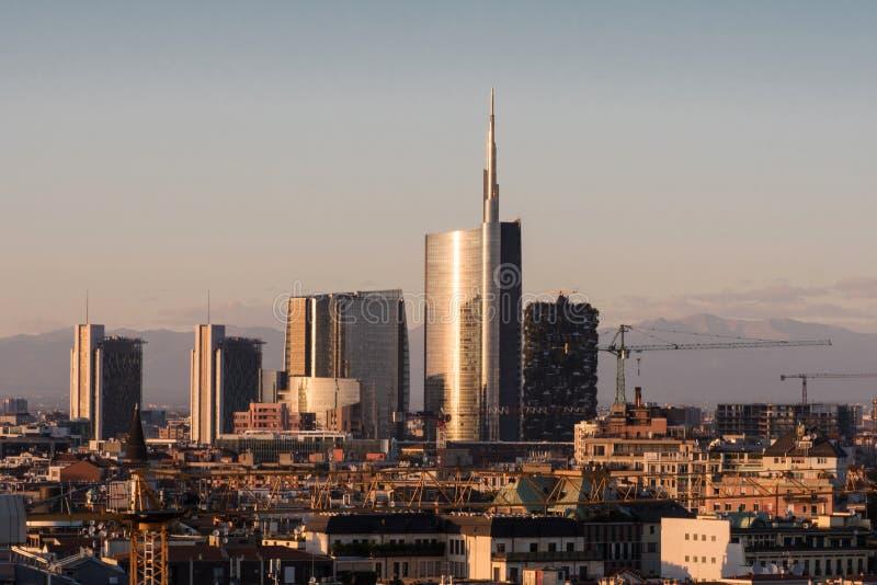 Ορίζοντας με τους νέους ουρανοξύστες, Μιλάνο Ιταλία στοκ φωτογραφία