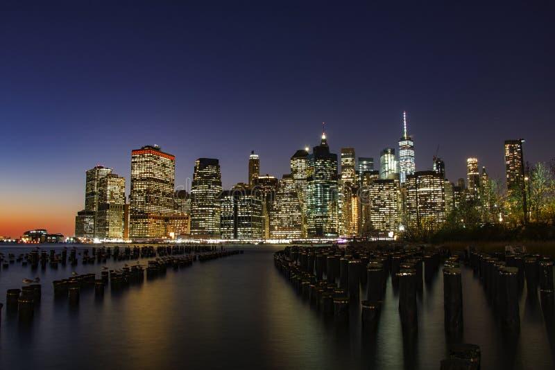 Ορίζοντας Νέα Υόρκη τη νύχτα στοκ φωτογραφία με δικαίωμα ελεύθερης χρήσης