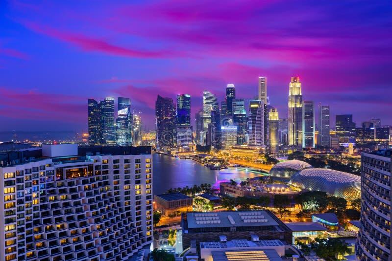 Ορίζοντας νύχτας της Σιγκαπούρης στοκ φωτογραφία με δικαίωμα ελεύθερης χρήσης