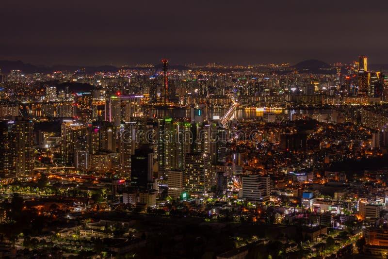 Ορίζοντας πόλεων της Σεούλ στο ηλιοβασίλεμα στοκ φωτογραφίες