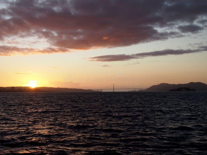 Ορίζοντας πόλεων του Σαν Φρανσίσκο, χρυσή γέφυρα πυλών, και Alcatraz Isl στοκ εικόνες με δικαίωμα ελεύθερης χρήσης