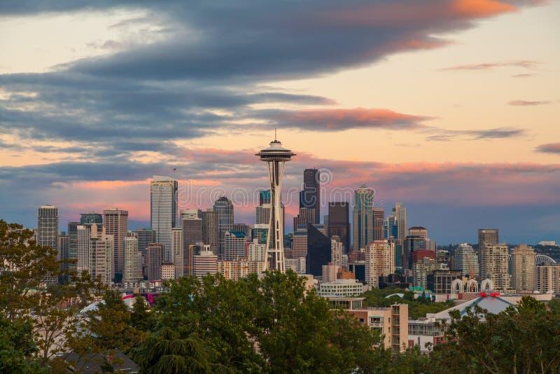 Ορίζοντας πόλεων του Σιάτλ στο ηλιοβασίλεμα, πολιτεία της Washington, ΗΠΑ στοκ φωτογραφία