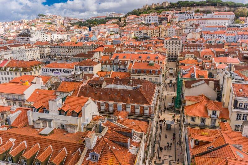 Ορίζοντας πόλεων της Λισσαβώνας, Πορτογαλία πέρα από Santa Justa Rua στοκ φωτογραφία με δικαίωμα ελεύθερης χρήσης