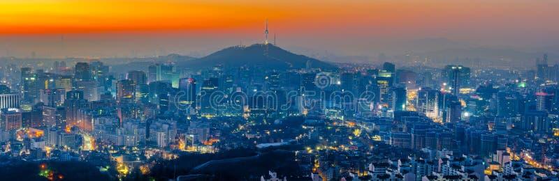 Ορίζοντας πόλεων της Σεούλ και πύργος Ν Σεούλ στη Σεούλ, Νότια Κορέα στοκ φωτογραφία με δικαίωμα ελεύθερης χρήσης