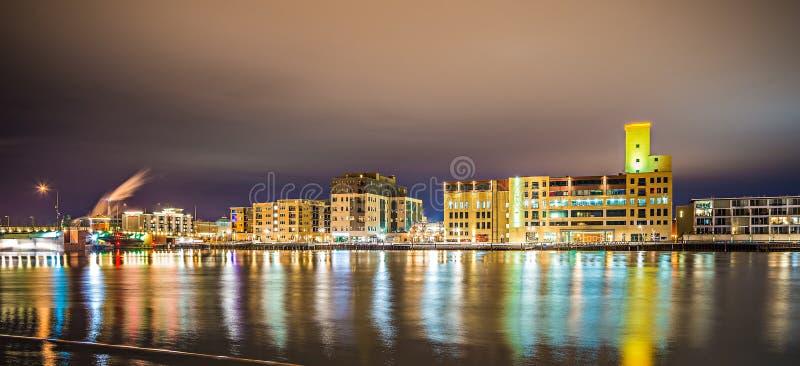 Ορίζοντας πόλεων του Wisconsin Green Bay τη νύχτα στοκ εικόνα